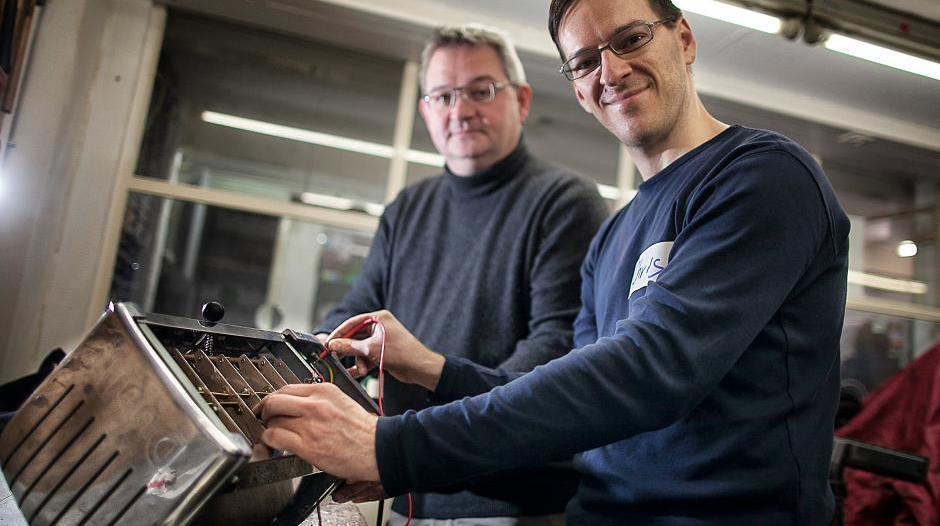 Repair Café Duesseldorf im Garage Lab e. V.fotografiert von Anne Orthen Rheinische Post 2014